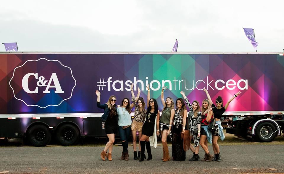 FashionCoolture - Cea Lollapalooza fashion truck bloggers (5)