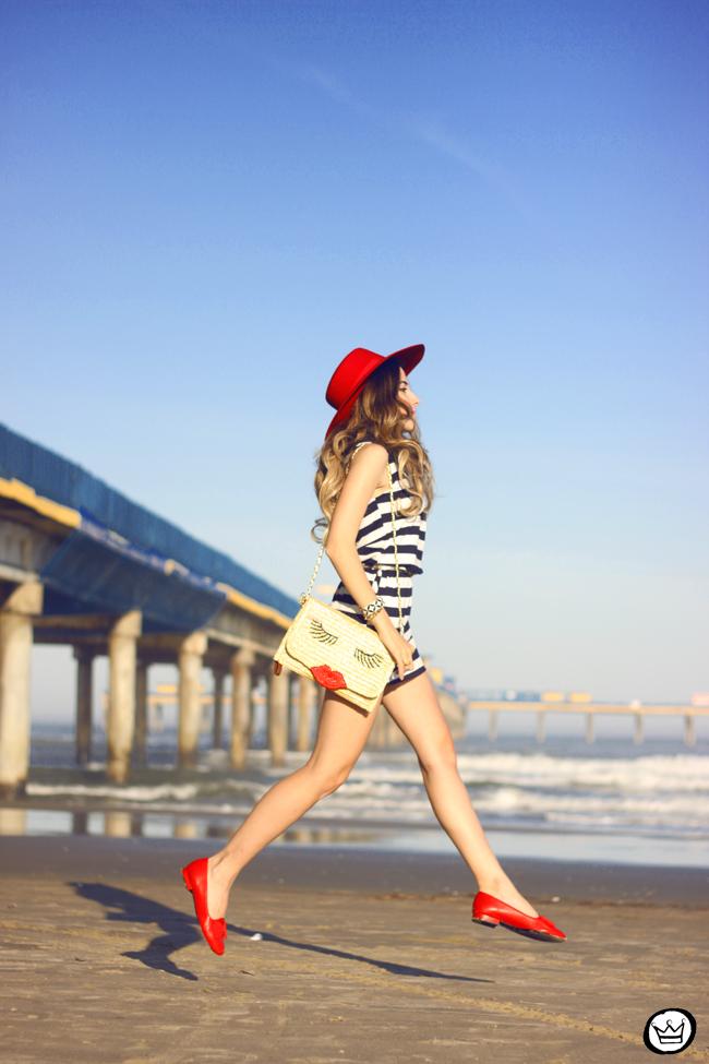 FashionCoolture - 07.08.2015 look du jour stripe dres navy look Carel shoes (1)