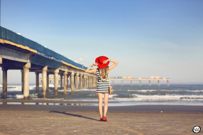 FashionCoolture - 07.08.2015 look du jour stripe dres navy look Carel shoes (3)