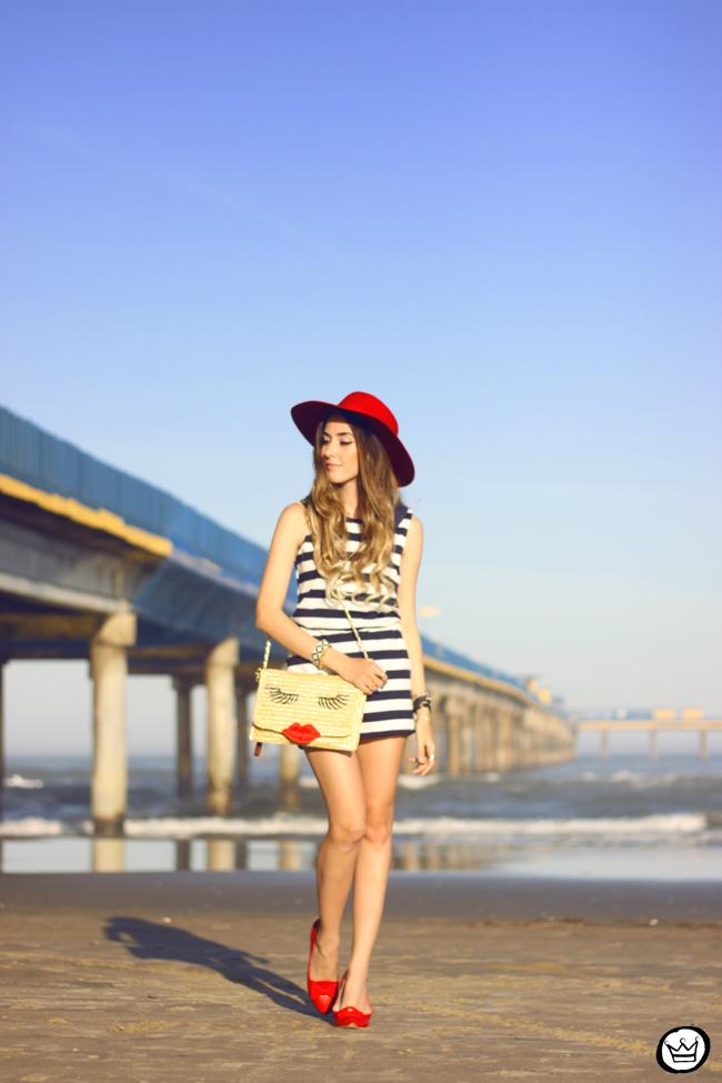 FashionCoolture - 07.08.2015 look du jour stripe dres navy look Carel shoes (6)