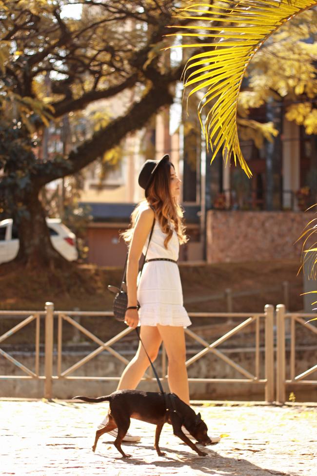 FashionCoolture - 23.09.2015 look du jour Gap white dress Converse (3)