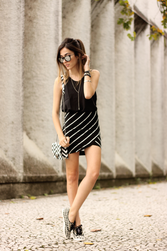 FashionCoolture - 28.09.2015 look du jour Dafiti mix de estampas preto e branco listras Keds (1)