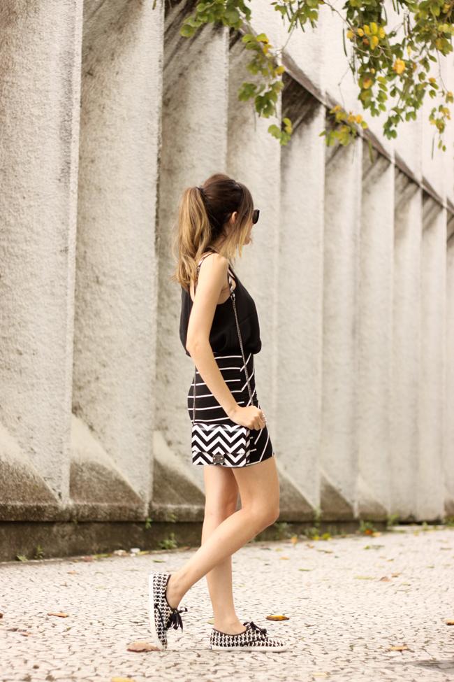 FashionCoolture - 28.09.2015 look du jour Dafiti mix de estampas preto e branco listras Keds (3)