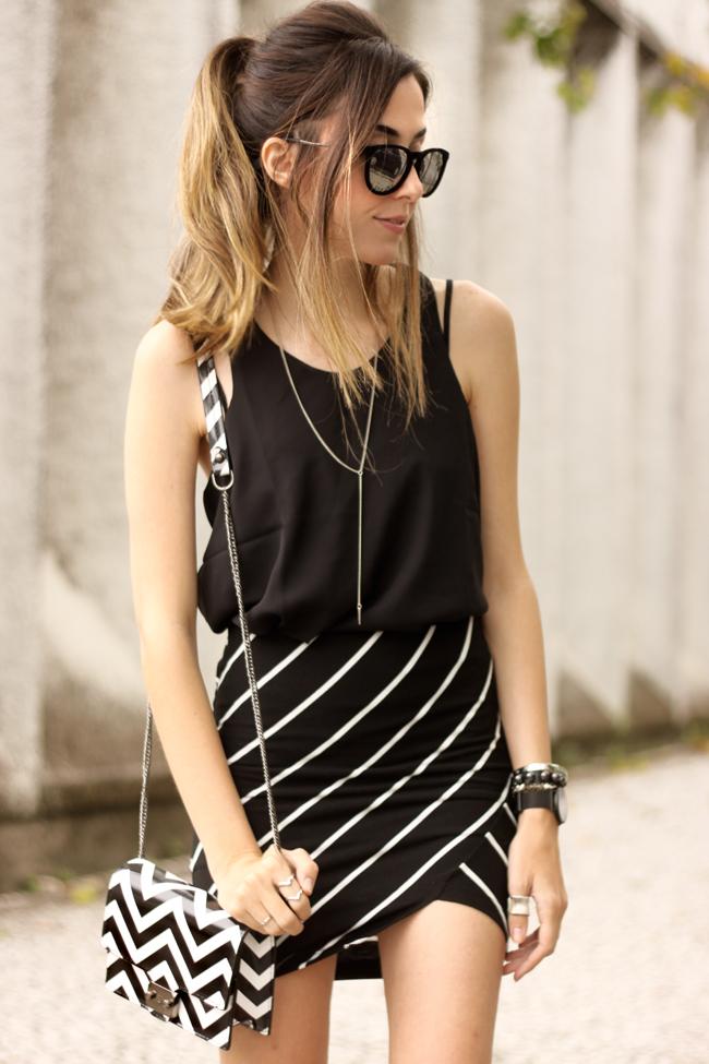 FashionCoolture - 28.09.2015 look du jour Dafiti mix de estampas preto e branco listras Keds (5)