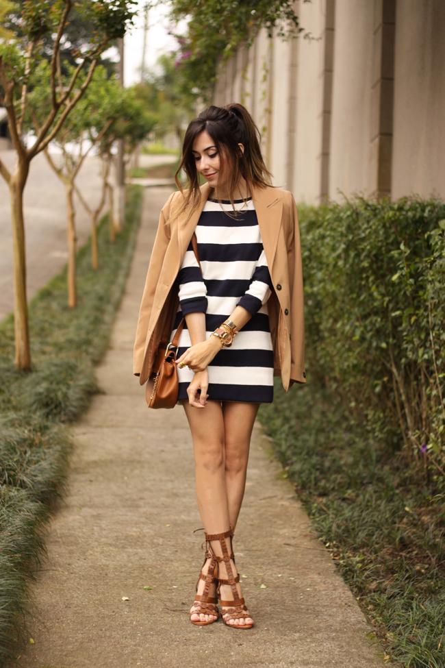 FashionCoolture - 02.10.2015 look du jour Amaro striped dress camel blazer gladiator sandals (6)
