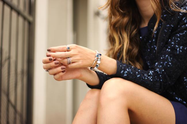 FashionCoolture - 12.11.2015 look du jour Pandora jewelry navy blue sequined jacket (8)