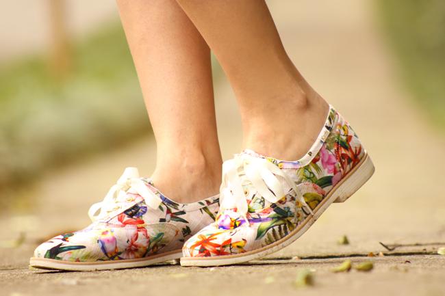 FashionCoolture - 17.11.2015 look du jour Dafiti floral shorts Keds (6)