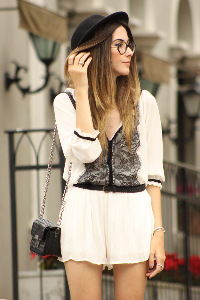 FashionCoolture - 20.11.2015 look du jour Shoulder black and white lace romper (6)