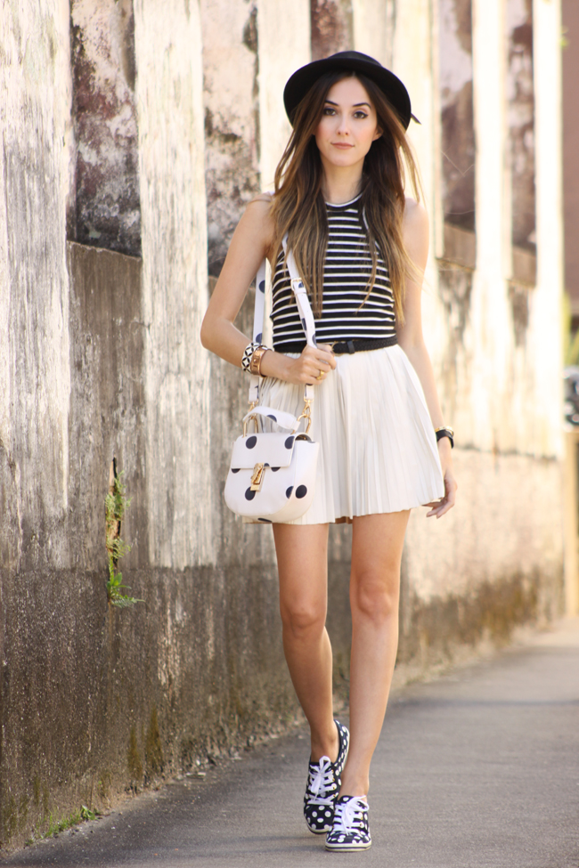 FashionCoolture - 24.11.2015 look du jour Displicent white pleated skirt Keds (1)