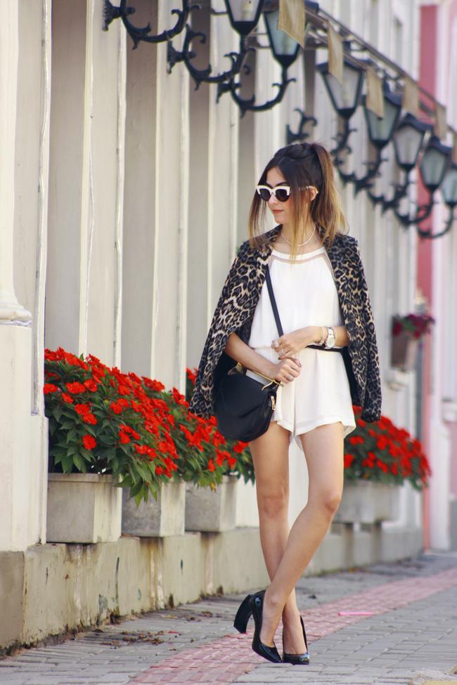 FashionCoolture - 10.12.2015 look du jour Shoulder white romper leopard print (1)
