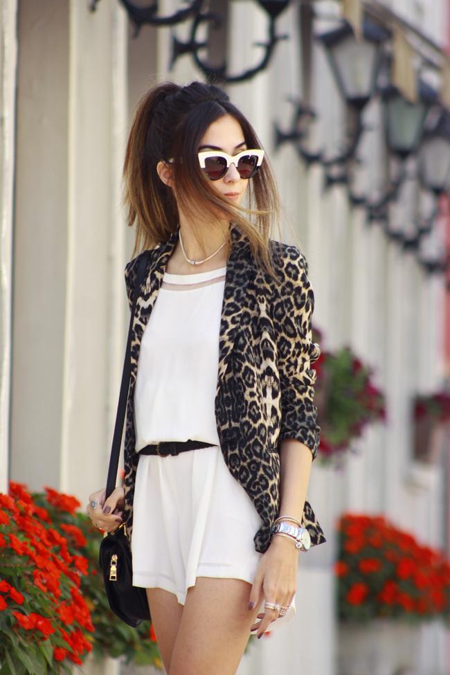 FashionCoolture - 10.12.2015 look du jour Shoulder white romper leopard print (5)