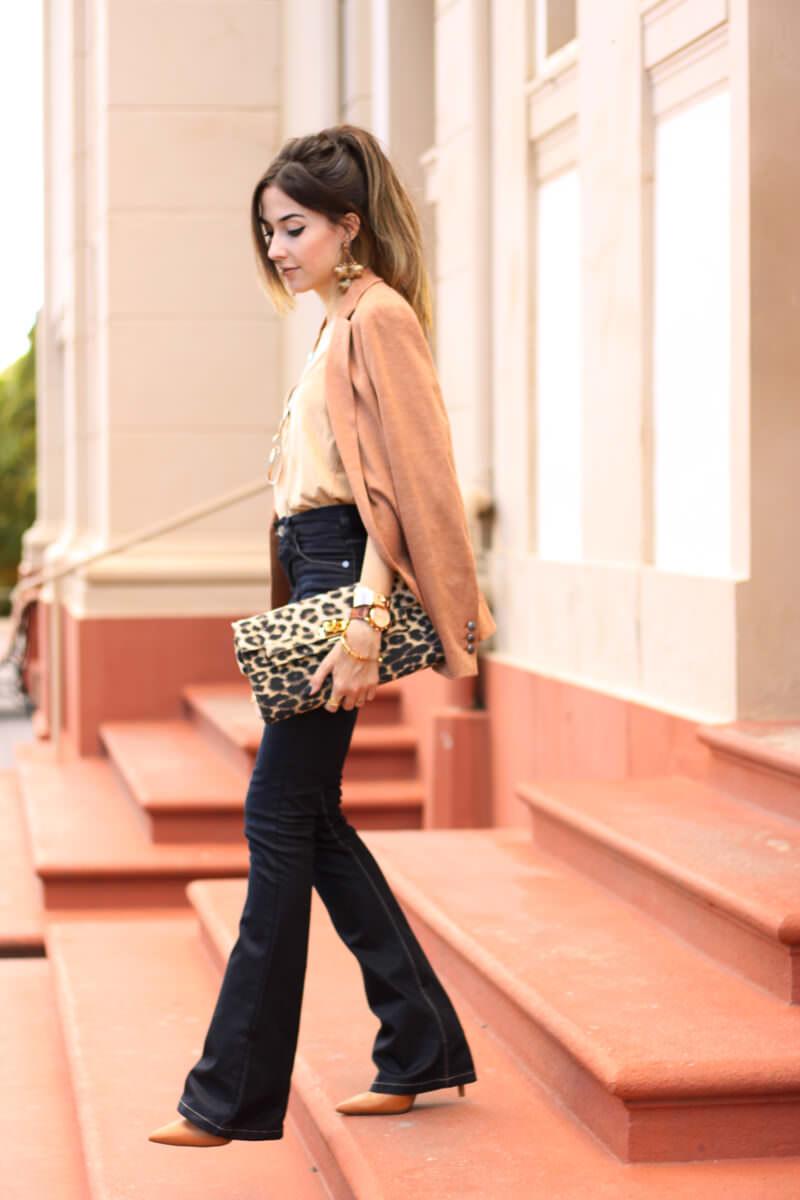 FashionCoolture - 30.03.2016 look du jour flare denim MOfficer jeans camel blazer (6)