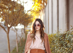 FashionCoolture - 06.04.2016 look du jour Shoulder camel suede pants blazer (1)