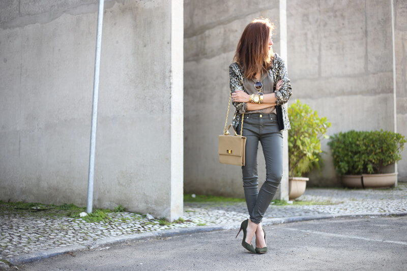 FashionCoolture - 01.08.2016 look du jour military green and golden sequined blazer (7)