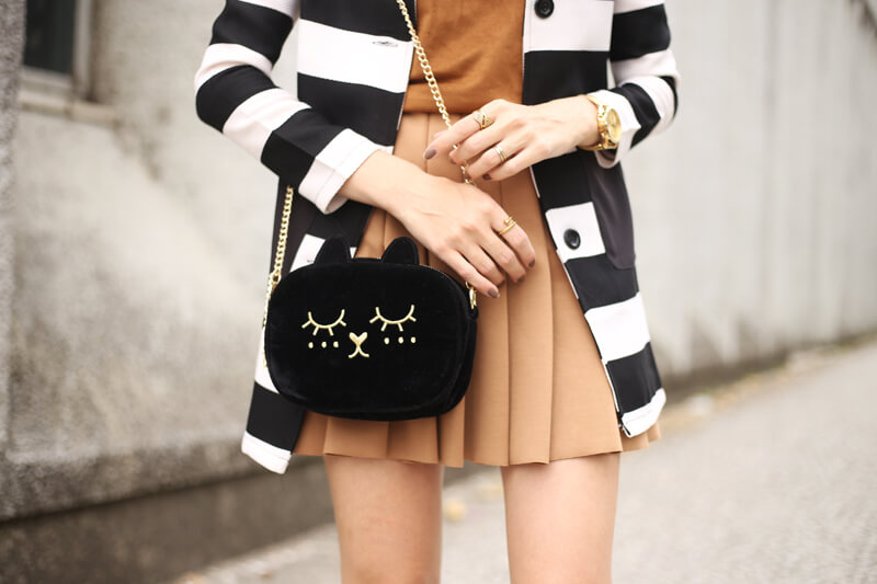 fashioncoolture-21-09-2016-look-du-jour-black-and-white-stripes-with-camel-skirt-5