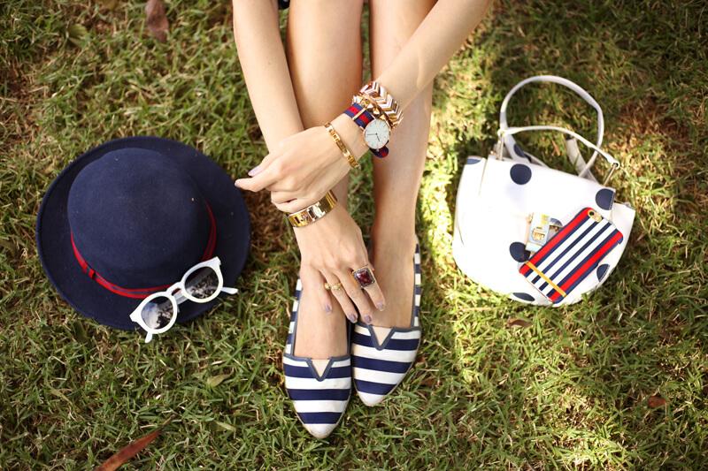 fashioncoolture-26-09-2016-look-du-jour-mix-of-prints-floral-romper-polka-dots-shirt-striped-shoes-2