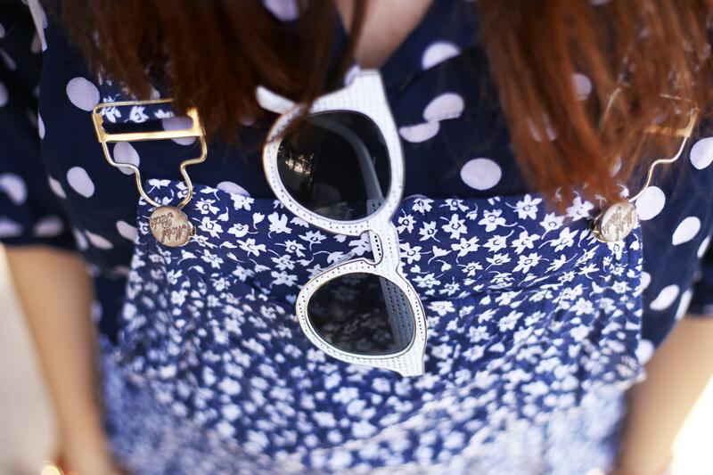 fashioncoolture-26-09-2016-look-du-jour-mix-of-prints-floral-romper-polka-dots-shirt-striped-shoes-6
